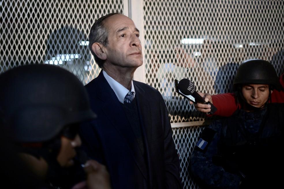 -  Alvaro Colom é preso na Guatemala  Foto: Reuters/Fabricio Alonzo
