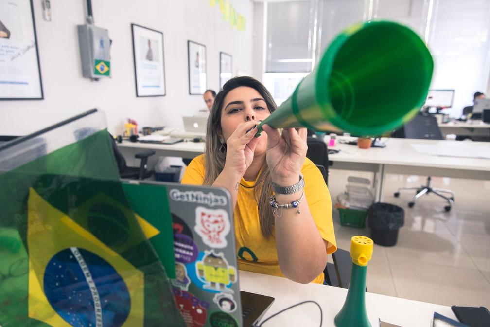 Empresa deixou ver os jogos da Copa  Veja dicas de como ser um funcionário  torcedor 7c8403162ec54