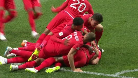 Goleiro da Tunísia faz defesa incrível, mas Kane não perdoa no rebote