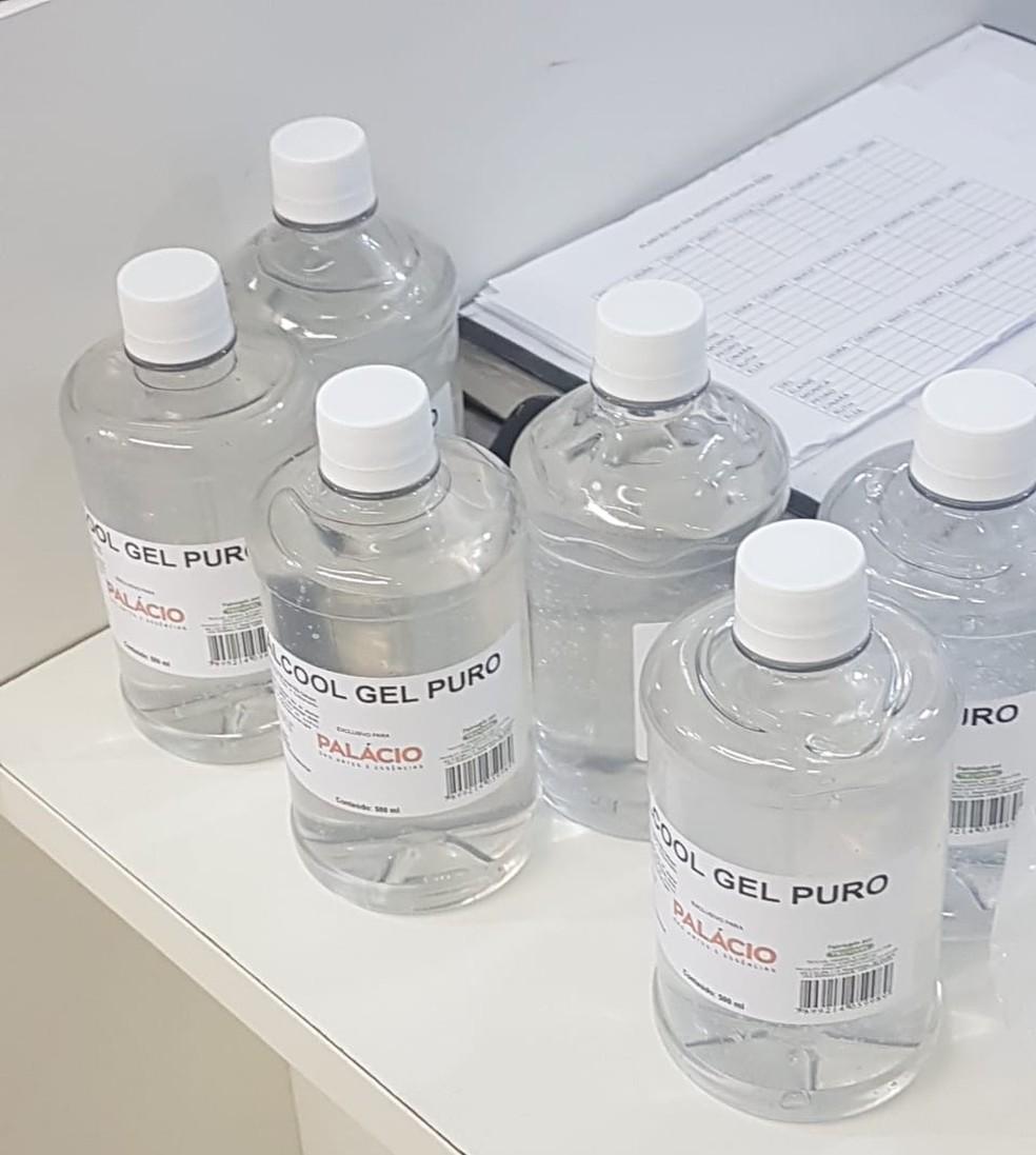 Produto usado na limpeza de carros é vendido como álcool em gel na Estação da Lapa — Foto: Divulgação/SSP-BA
