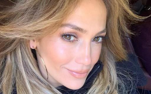 """Jennifer Lopez volta a rebater quem a acusa de fazer plásticas: """"Não me chamem de mentirosa"""""""