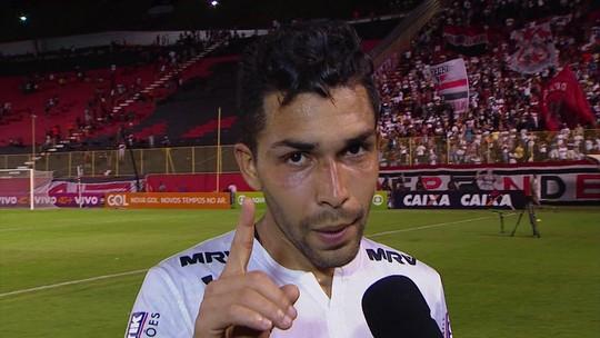 """Petros responde a Kanu: """"Tem que respeitar a camisa do São Paulo"""""""