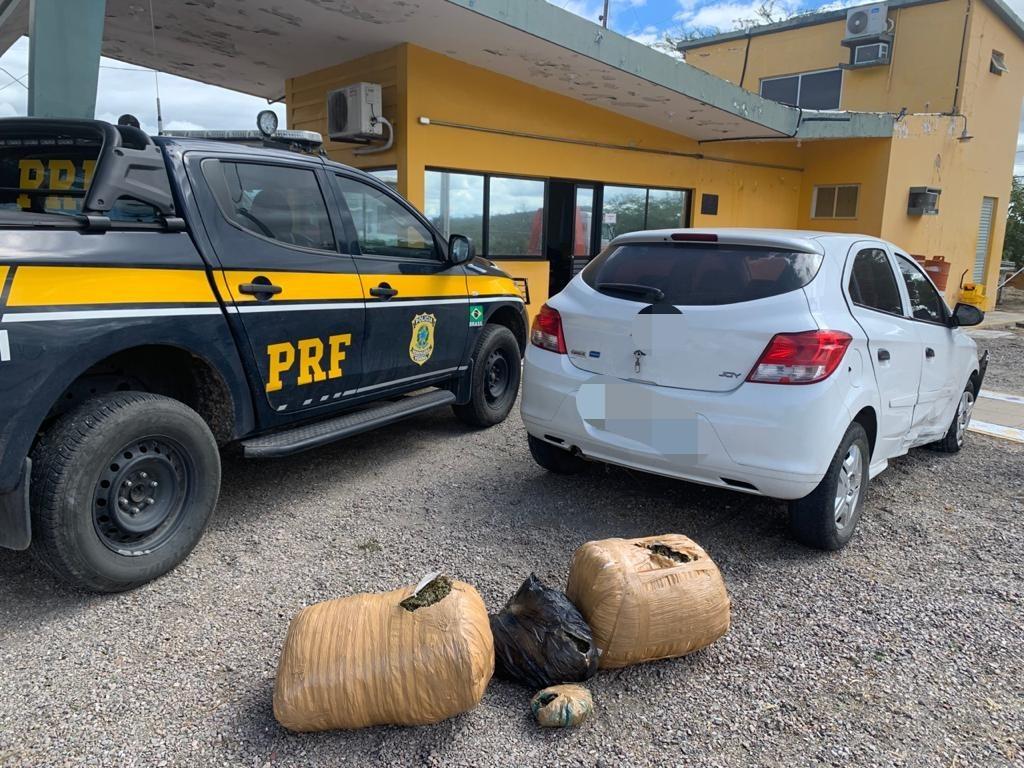 Homem é detido com 22,9 kg de maconha escondidos em porta-malas de carro, em Sertânia