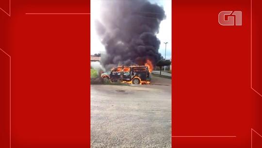 Viatura da Polícia Militar pega fogo após falha mecânica no interior do RN