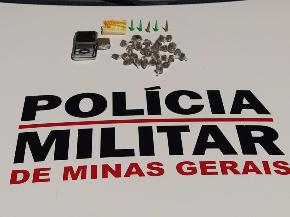 Drogas apreendidas com o jovem — Foto: Polícia Militar / Divulgação