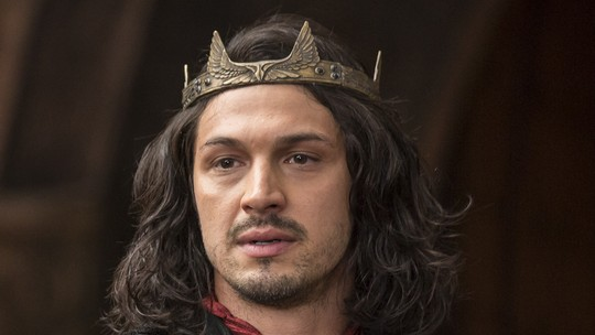Afonso abdica do trono e deixa Montemor