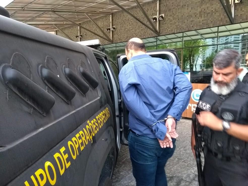 Homem é preso em operação da Polícia Civil de Pernambuco de combate à sonegação fiscal, nesta quarta-feira (5) â?? Foto: Paulo Abreu/Polícia Civil