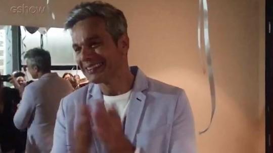 Otaviano Costa ganha festa surpresa da produção do 'Vídeo Show'