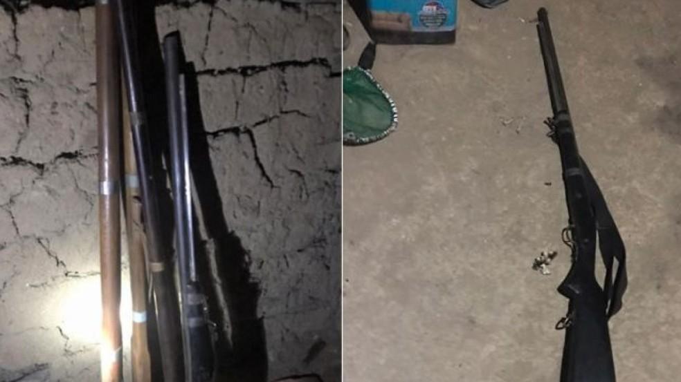 Quatro espingardas artesanais foram encontradas na casa do suspeito, irmão da vítima.  — Foto: Antônio Rodrigues/SVM