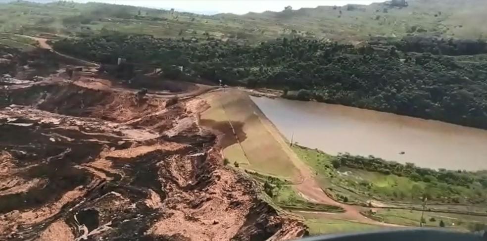 Imagem aérea mostra destruição após rompimento de barragem da Vale no Córrego do Feijão, em Brumadinho (MG) — Foto: Divulgação/Polícia Militar