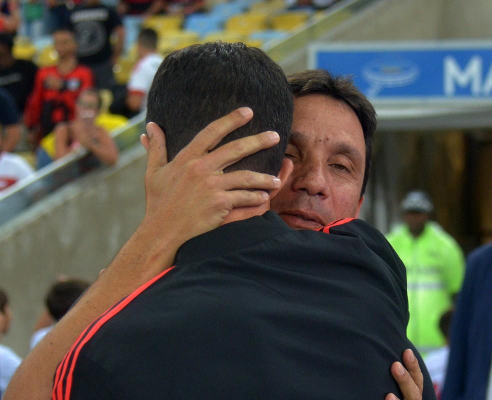Mauricio Barbieri e Zé Ricardo antes de Flamengo x Vasco pelo Brasileiro (Foto: André Durão / GloboEsporte.com)