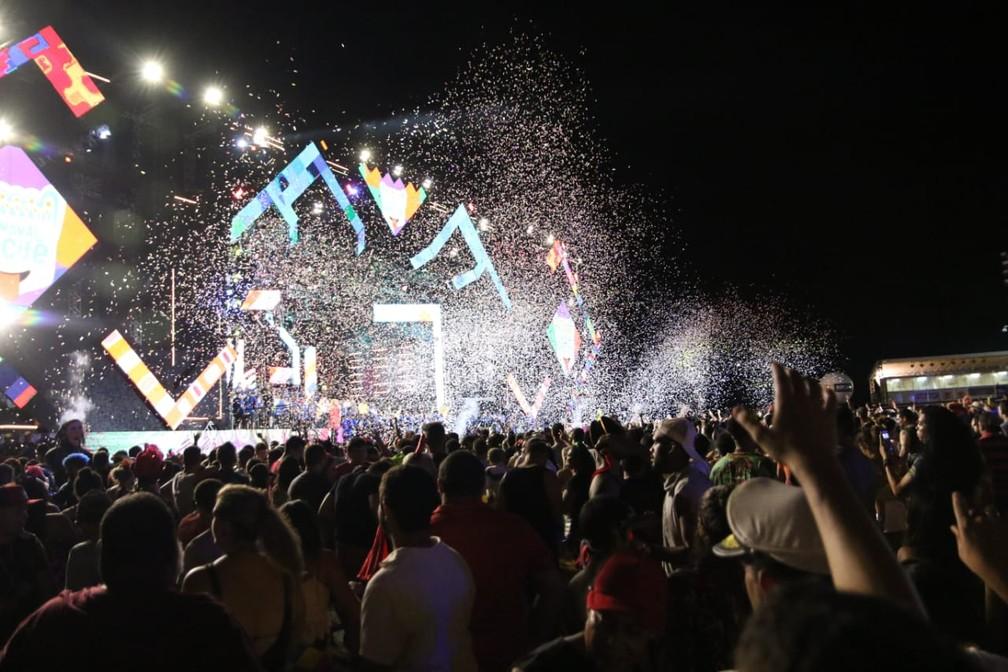 Shows animam foliões na última noite de apresentações no Marco Zero do Recife, na terça (5) — Foto: Aldo Carneiro/Pernambuco Press