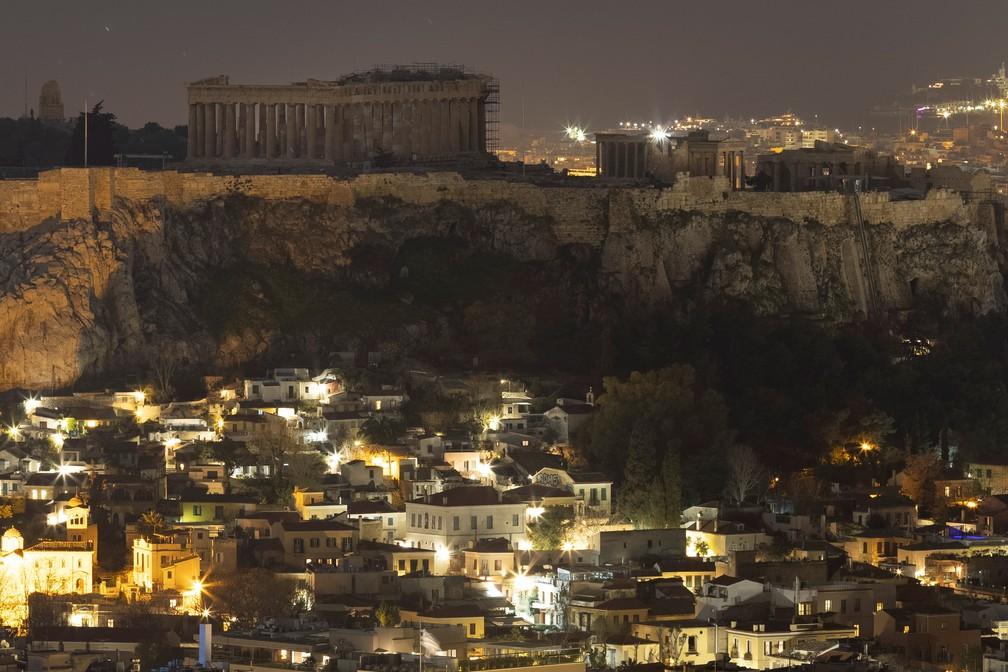 Luzes do Parthenon, em Atenas (Grécia), apagadas para a Hora do Planeta neste sábado (27) — Foto: Alkis Konstantinidis/Reuters