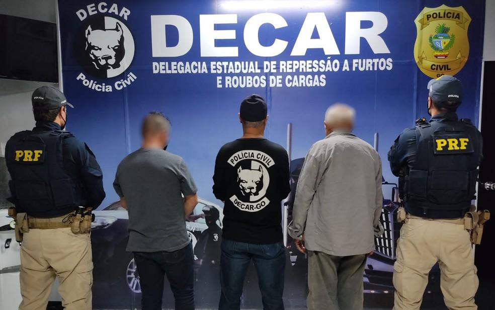 Presos suspeitos de roubo de cargas de combustíveis, em Goiás — Foto: Polícia Civil/Divulgação