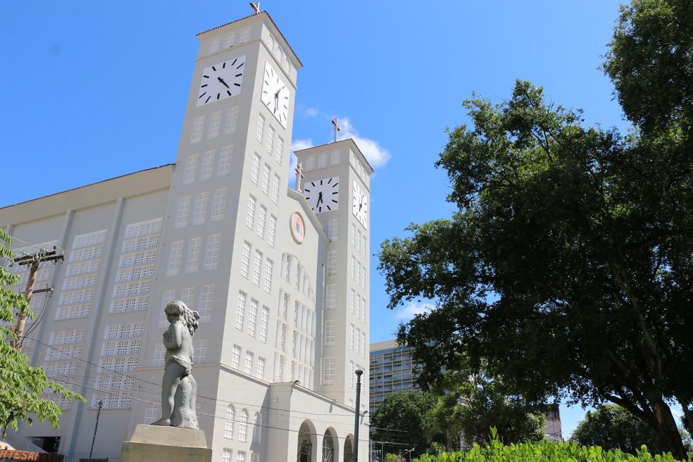 Catedral Basílica Senhor Bom Jesus de Cuiabá fica no Centro de Cuiabá (Foto: Denise Soares/G1)