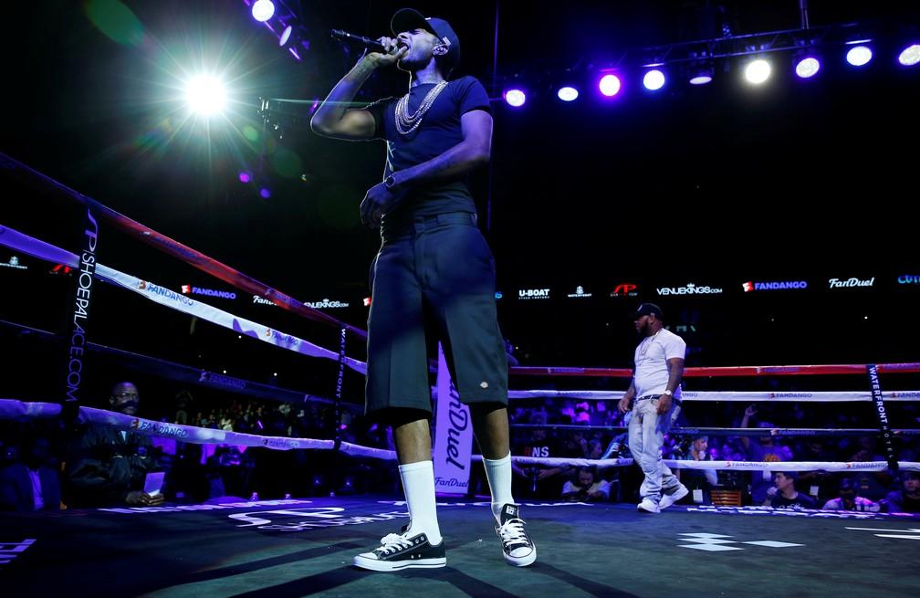Rapper Nipsey Hussle durante apresentação antes de luta entre Andre Ward e Paul Smith, na Oracle Arena, na Califórnia, em 2015 — Foto: Reuters / Andrew Couldridge/Arquivo