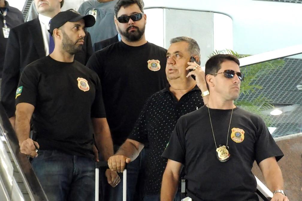 -  Jorge Picciani, presidente da Assembleia Legislativa do Rio de Janeiro, é conduzido coercitivamente para depor na sede da Polícia Federal, ao desemba