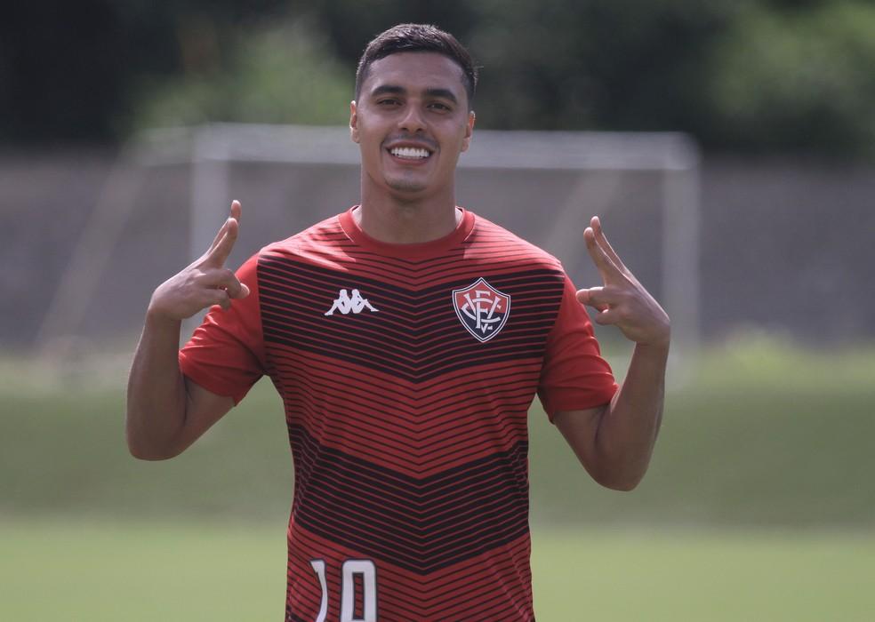 Destaque do CRB na brasileiro, Alisson Farias fechou com o Vitória — Foto: Letícia Martins / Divulgação / EC Vitória