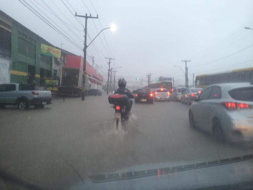 Chuva na Avenida San Martin, em Salvador — Foto: Redes sociais