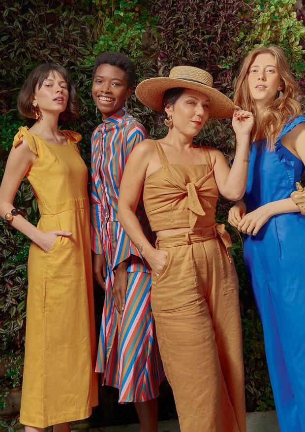 Tatiana Accioli (de chapéu BarbaraH), fundadora do Carandaí 25, veste top (R$ 268) e calça (R$ 330), ambos ManuManu e brincos Adriana Valente. A partir da esquerda, as modelos usam vestido Âme (R$ 580) compulseira Anna K; vestido Wymann (R$ 720) combrinco (Foto: Michael Willian)