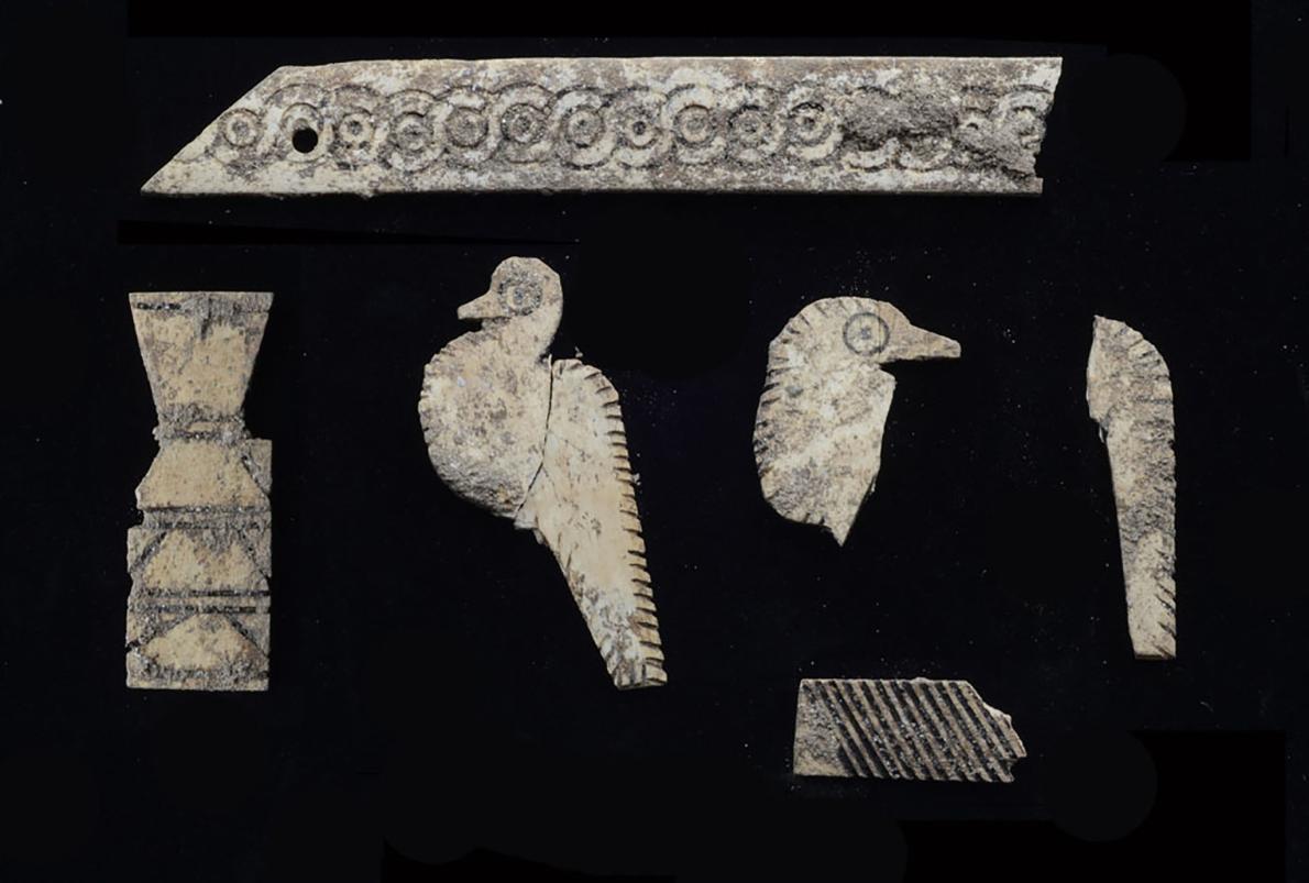 Objetos encontrados em túmulo (Foto: Israel Museum)