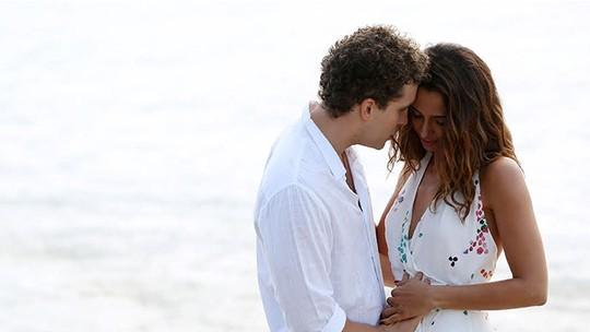 Final de 'Babilônia': Regina e Vinícius se casam