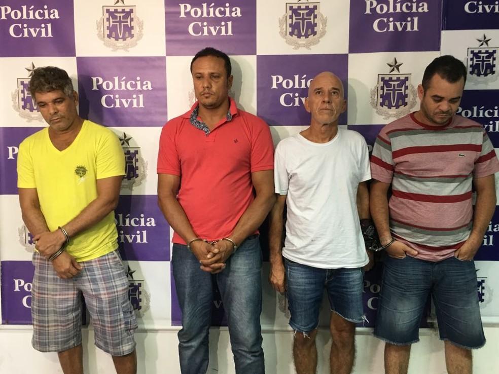 Suspeitos de participar do sequestro de ex-prefeito de Valença, na Bahia (Foto: Henrique Mendes/ G1)