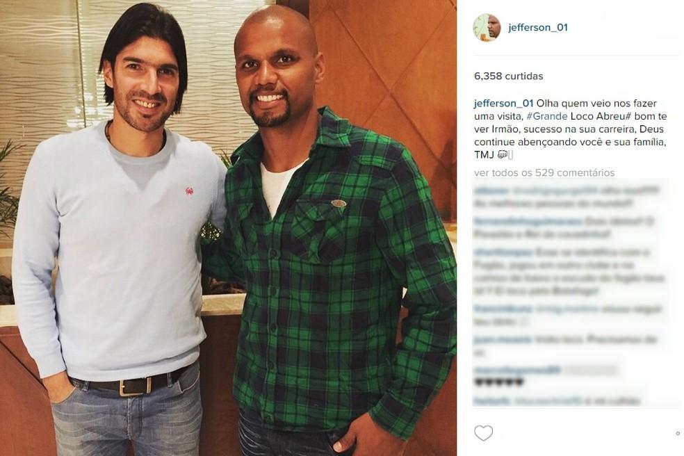 Amigos do peito: Jefferson tem foto com Loco Abreu no Instagram (Foto: Reprodução / Instagram)