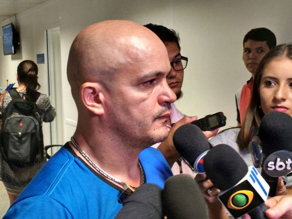 No Recife, Francileudo disse que teve a família destruída e que está juntando os cacos para tocar a vida (Foto: Penélope Araújo/G1)