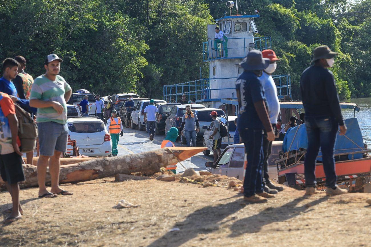 Balsa faz travessia gratuita enquanto ponte na PA-451 é reconstruída