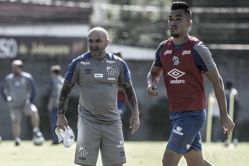 Uribe foi contratado sob expectativa, mas não marcou gols no Santos — Foto: Ivan Storti/Santos FC