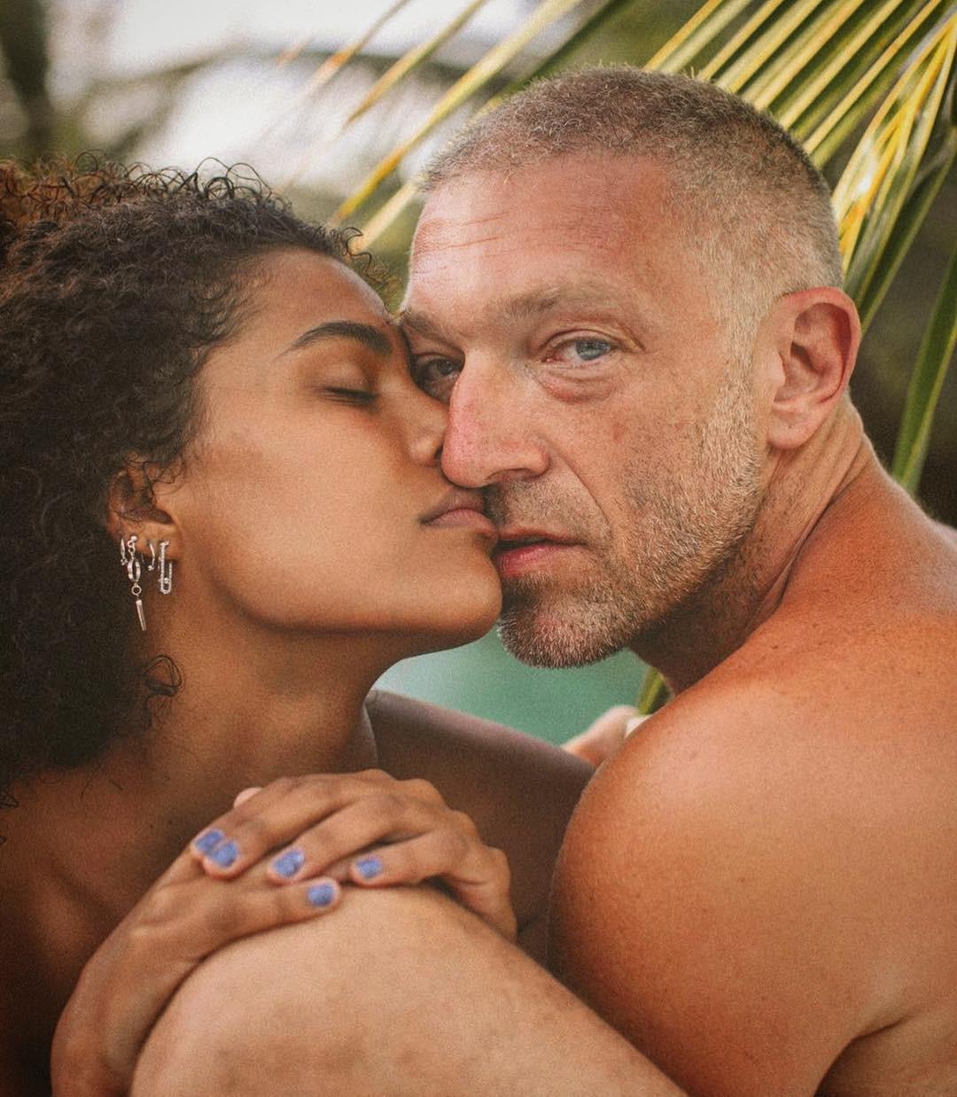 Vincent Cassel e a namorada Tina Kunakey (Foto: Reprodução Instagram)
