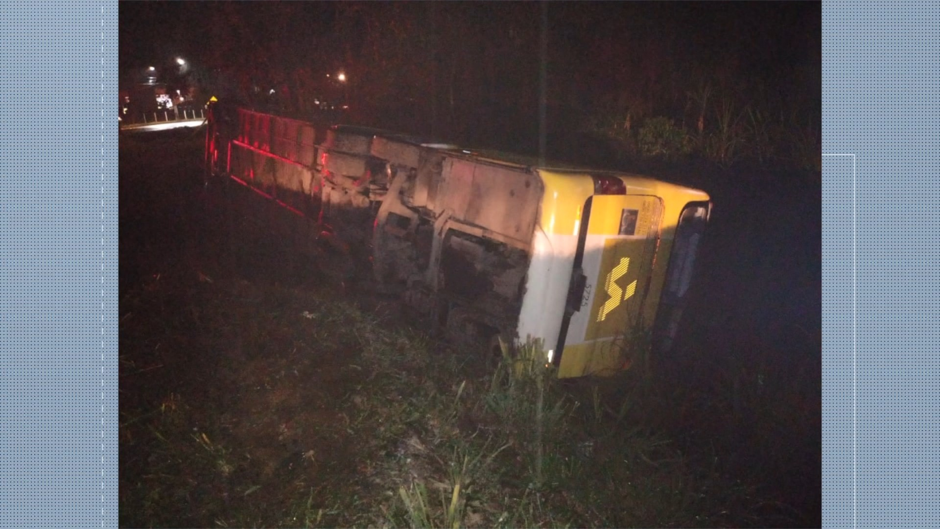 Ônibus tomba na BR-101 e deixa sete feridos no ES