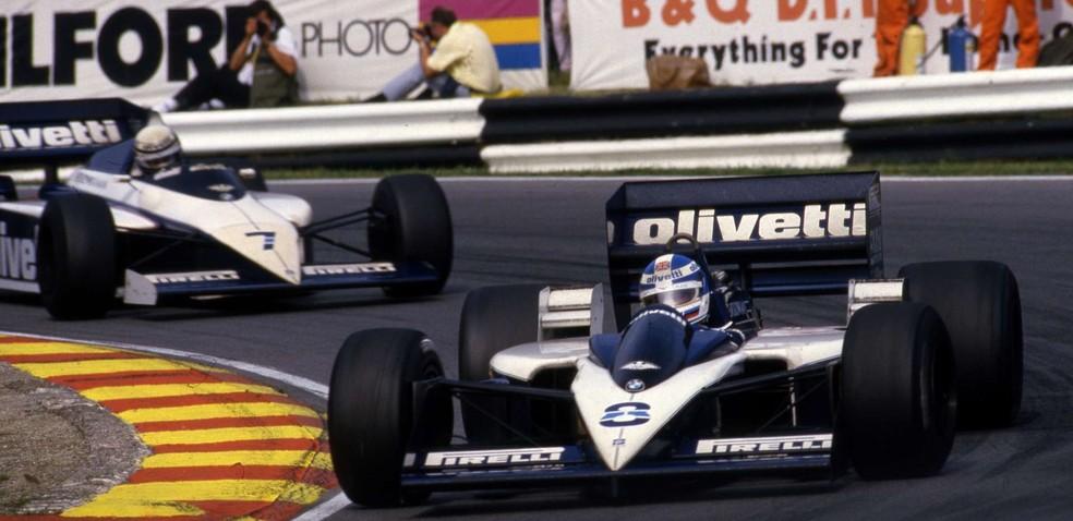 Warwick, com Brabham BT55, à frente de Patrese, com o modelo BT54 — Foto: Reprodução/rede social