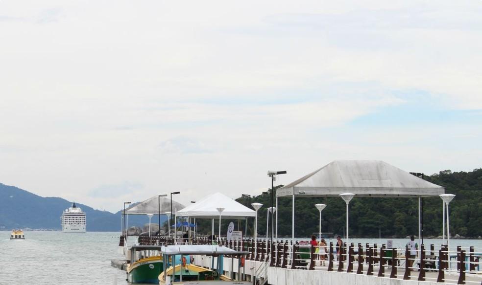 Navio 'The World' chega a Porto Belo (Foto: Prefeitura de Porto Belo/Divulgação)