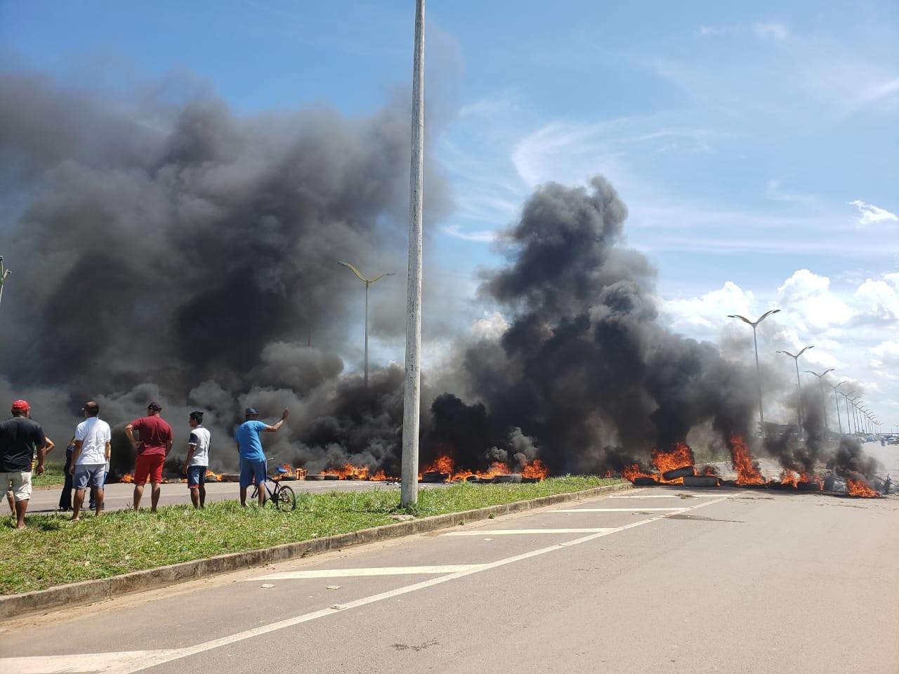 Moradores de Manacapuru e Iranduba fecham estrada do AM em protesto contra falta de energia  - Notícias - Plantão Diário