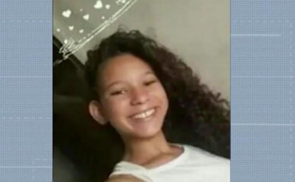 Natália, 14 anos, desapareceu em naufrágio de canoa no Rio Paraguaçu — Foto: Reprodução/TV Bahia