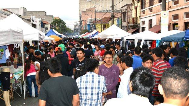 BBC - Tradicional feira da rua Coimbra, na região da Brás, que reúne milhares de bolivianos em São Paulo (Foto: LUIS VASQUEZ/ASSEMPBOL/ VIA BBC NEWS BRASIL)