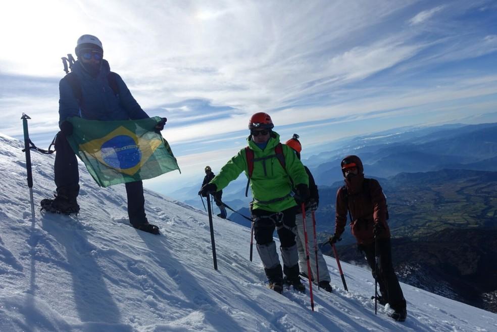 Brasileiro encontrou colegas a caminho do topo de pico no México. (Foto: Arquivo Pessoal)