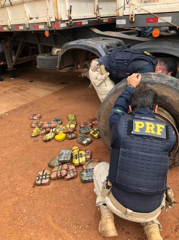 Quase 300 kg de droga escondidos em pneus de caminhão são apreendidos em MT