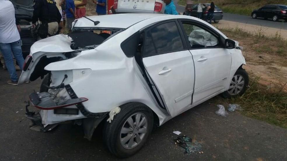 Duas mulheres se feriram em acidente que envolveu sete veículos em Pernambuco (Foto: Polícia Rodoviária Federal/Divulgação)