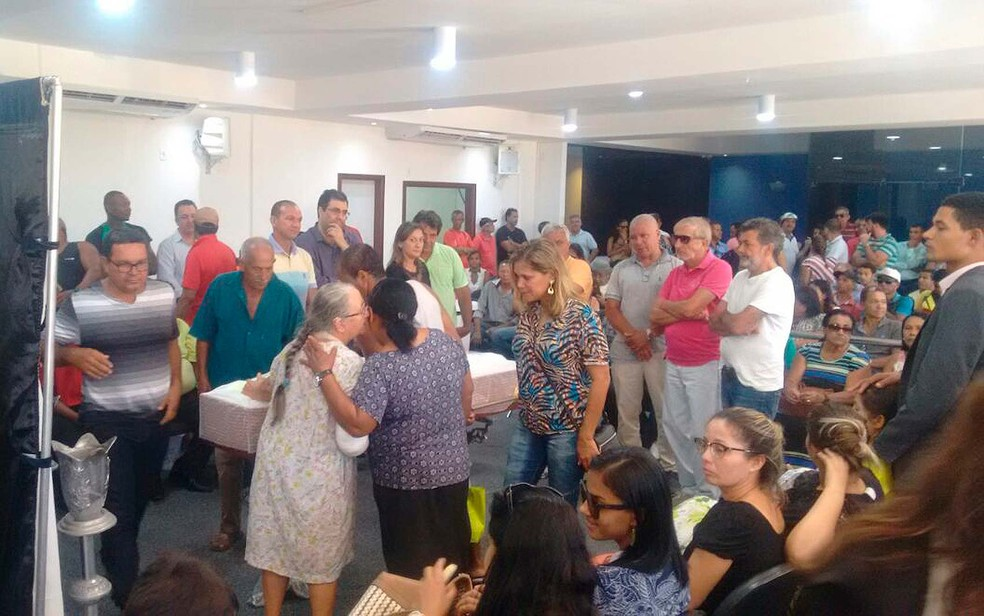 Velório de-ex-vereador de Porto Seguro foi realizado na Câmara de Vereadores da cidade nesta segunda-feira (8) (Foto: Taísa Moura/TV Santa Cruz)