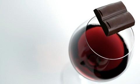 Chocolate com vinho é casamento perfeito (Foto: Reprodução)