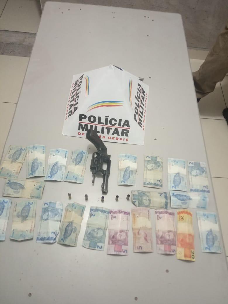 Dupla é perseguida e atira contra a Polícia Militar após roubo em farmácias em duas cidades do Norte de Minas - Notícias - Plantão Diário