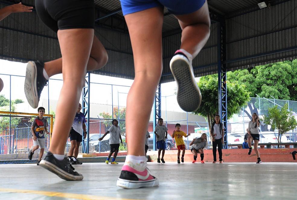Atividades desportiva em escola pública do DF, em Taguatinga — Foto: Renato Araújo/Agência Brasília
