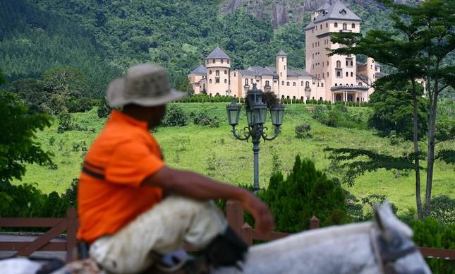 Castelo construído pelo ex deputado Edmar Moreira, em Minas Gerais
