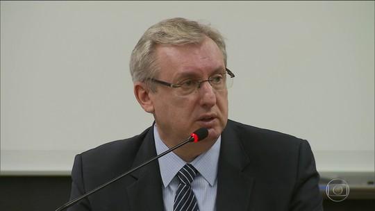 Três ministros do PMDB deixam o governo