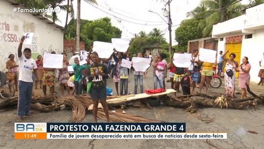 Grupo faz manifestação no bairro de Fazenda Grande IV, em Salvador;  trânsito fica lento