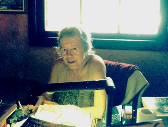 Hilda Hilst na Casa do Sol em 1998 (Foto: Yuri Vieira/Wikimedia Commons)