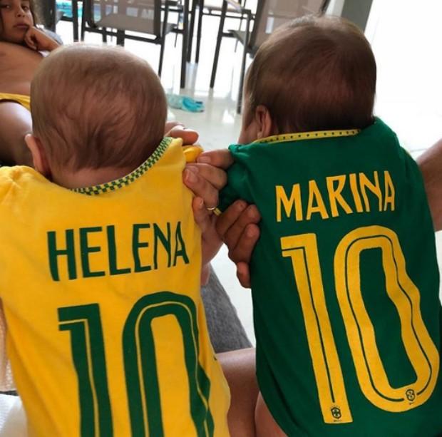 Ivete Sangalo veste gêmeas com camiseta do Brasil (Foto: Reprodução/Instagram)